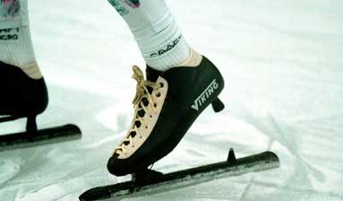 In the clap skate the blade and shoe are joined through a hinge