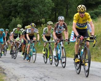 Tour_de_France_2015,_groep_gele_trui_(20036329866)_(cropped)